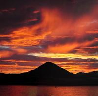 「まにいそ山の朝焼け」大西伸和(島根県)